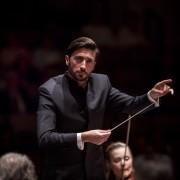 Antonio Méndez inaugura un nuevo ciclo de la Sinfónica de Tenerife con un programa de excepción